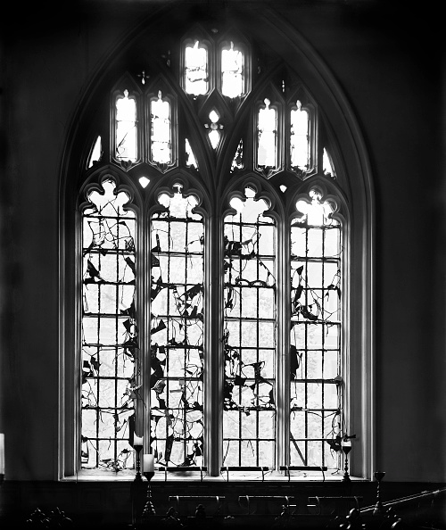 Broken「Bomb damage to Lincoln's Inn Chapel, London, October 1915」:写真・画像(12)[壁紙.com]