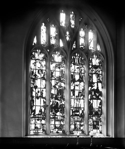 Church「Bomb damage to Lincoln's Inn Chapel, London, October 1915」:写真・画像(2)[壁紙.com]
