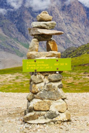 Latitude「Sign marking Arctic Circle」:スマホ壁紙(3)