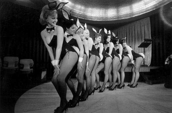 Victor Blackman「Bunny Girl Dancers」:写真・画像(6)[壁紙.com]