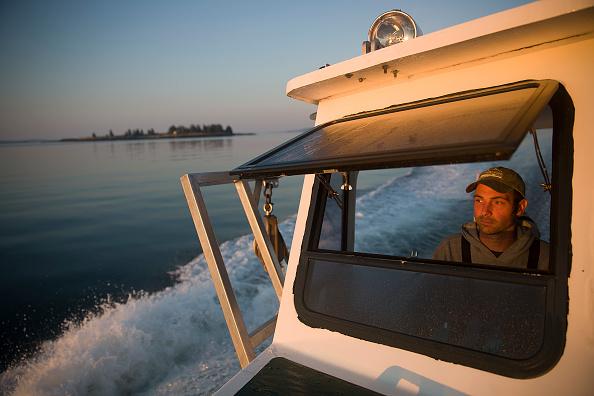 Fisherman「Maine's Lobster Industry Benefits From Rising Ocean Temperatures」:写真・画像(6)[壁紙.com]