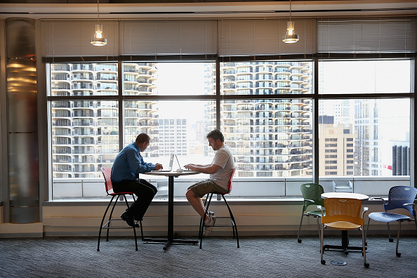 Working「Google's Chicago Office Offers Career Coaching To Veterans」:写真・画像(17)[壁紙.com]