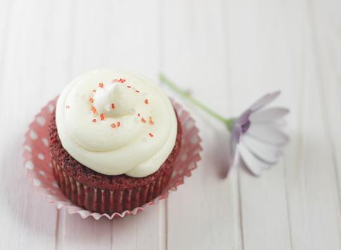 Red Velvet Flavor「Red velvet cupcake with whipped cream and flower」:スマホ壁紙(9)