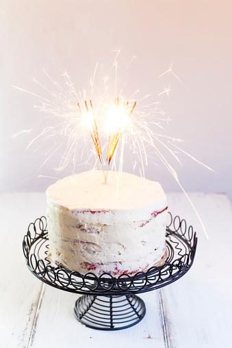 Red Velvet Flavor「Red Velvet Cake, with buttercream, burning sparklers」:スマホ壁紙(10)