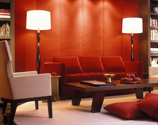 Red velvet couch and padded wall in modern living room:スマホ壁紙(壁紙.com)