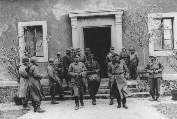 Surrendering「Germans Surrender」:写真・画像(10)[壁紙.com]