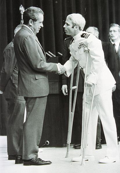 John McCain「Lieutenant Commander John Mccain Is Welcomed By U S President Richard Nixo」:写真・画像(6)[壁紙.com]