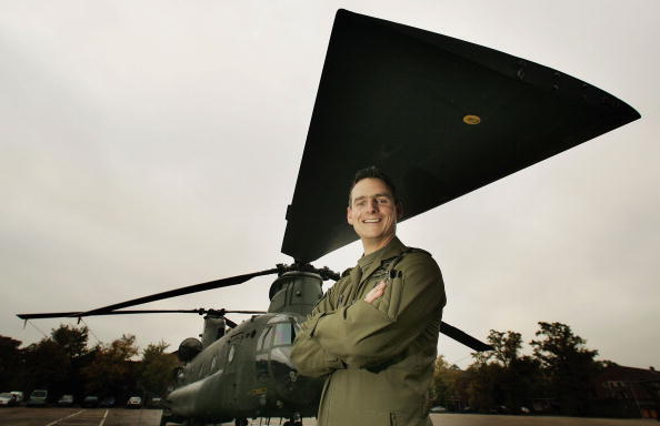 CH-47 Chinook「Parachute Regiment Returns From Afghanistan」:写真・画像(19)[壁紙.com]