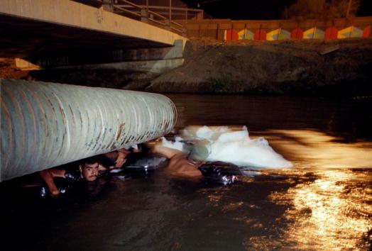 Water Pollution「ILLEGAL IMMIGRANTS SWIM THROUGH SEWAGE TO ENTER U.S.」:写真・画像(4)[壁紙.com]