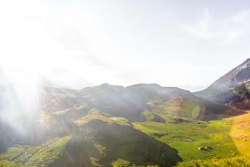 Savoie「France, Rhone-Alpes, West Alps, Savoie, Haute-Savoie, landscape against the sun」:スマホ壁紙(9)