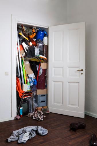 Chaos「A closet stuffed with various storage items」:スマホ壁紙(15)
