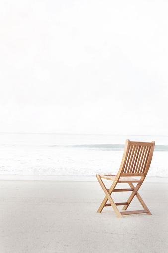 Chair「Empty folding chair on beach」:スマホ壁紙(18)