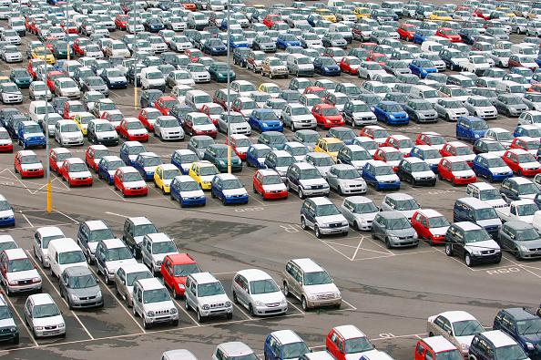 Parking Lot「New Suzuki cars and vans parked at Avonmouth docks near Bristol, UK」:写真・画像(7)[壁紙.com]