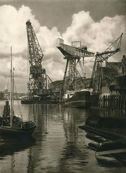 Overcast「Kiel - Giant floating crane of the Germania Shipbuilding Yards, 1931」:写真・画像(11)[壁紙.com]