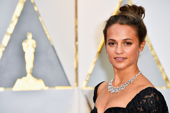 Alicia Vikander「89th Annual Academy Awards - Arrivals」:写真・画像(5)[壁紙.com]