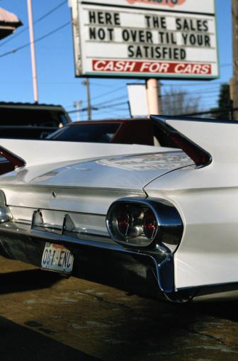 Car Dealership「Antique Car at Dealership」:スマホ壁紙(5)