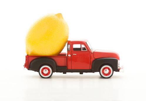 おもちゃのトラック「Lemon in miniature truck」:スマホ壁紙(19)