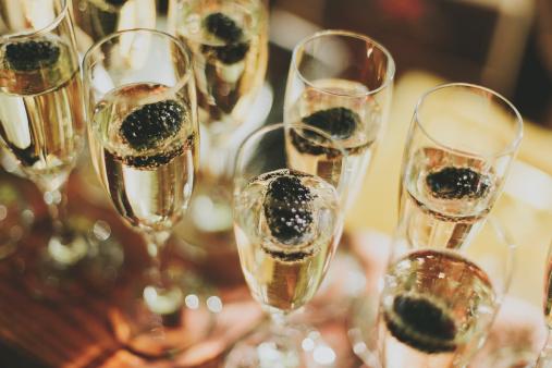 Pemberton「Glasses Of Champagne In A Row」:スマホ壁紙(7)