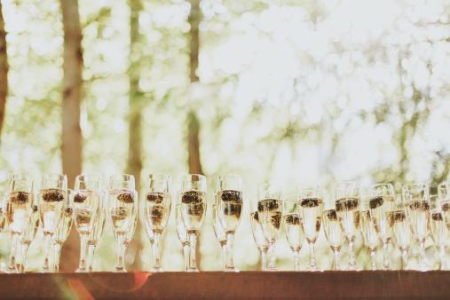 Pemberton「Glasses Of Champagne In A Row」:スマホ壁紙(3)