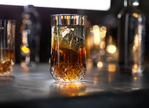 Focus On Foreground「glasses of cognac on dark gold background」:スマホ壁紙(15)