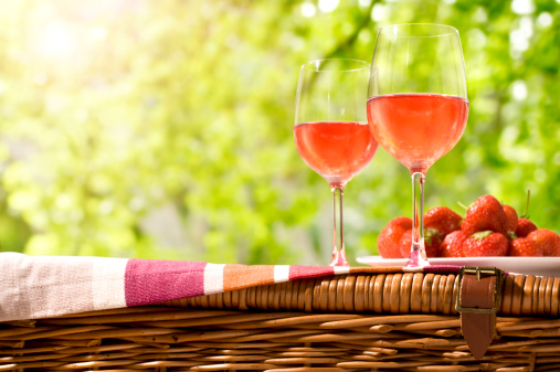 Picnic「Glasses of rose wine and a plate of strawberries on a picnic」:スマホ壁紙(15)