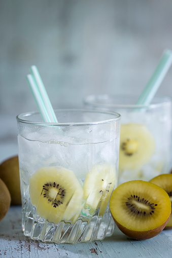 Infused Water「Glasses of infused water with kiwi and ice cubes」:スマホ壁紙(13)