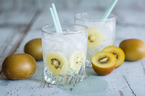 Infused Water「Glasses of infused water with kiwi and ice cubes」:スマホ壁紙(10)