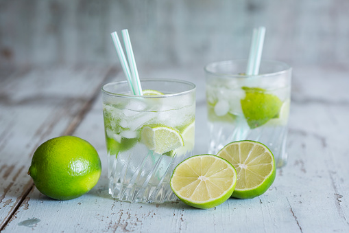 Infused Water「Glasses of infused water with lime and ice cubes」:スマホ壁紙(9)