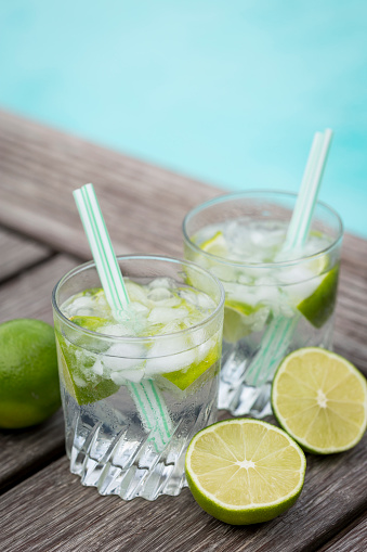 Infused Water「Glasses of infused water with lime and ice cubes」:スマホ壁紙(11)