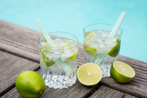 Infused Water「Glasses of infused water with lime and ice cubes」:スマホ壁紙(16)