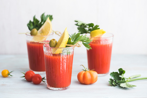Celery「Glasses of fresh spicy tomato juice with cellery garnished with lemon slice, green olive and parsley」:スマホ壁紙(11)