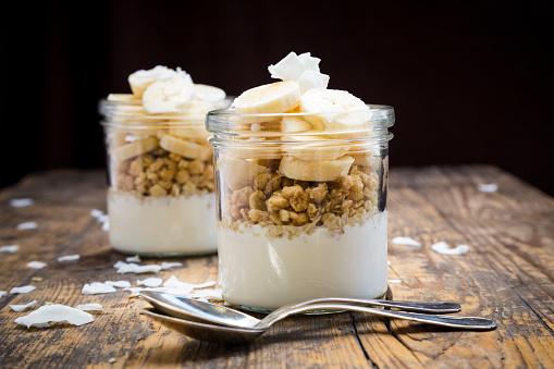 Granola「Glasses of natural yoghurt, granola, banana slices and coconut flakes」:スマホ壁紙(4)
