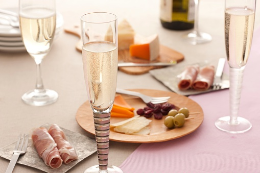 Meal「Glasses of champagne and a food platter on a table」:スマホ壁紙(4)