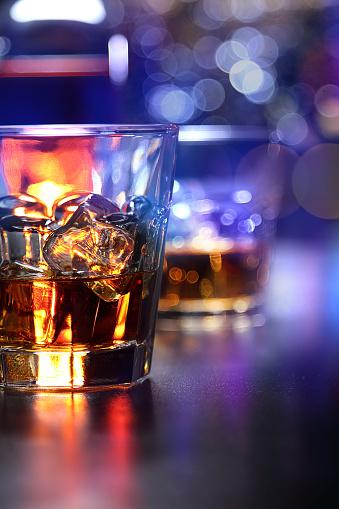 Brandy「Glasses of whiskey on the bar」:スマホ壁紙(8)