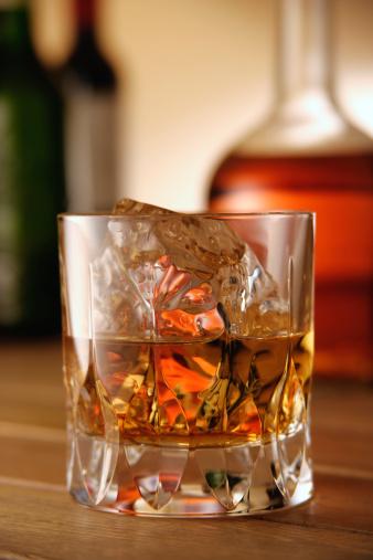 Whiskey「Glasses of whiskey」:スマホ壁紙(5)