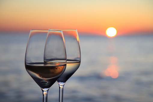 Drinking「Glasses of wine against red sunset」:スマホ壁紙(7)