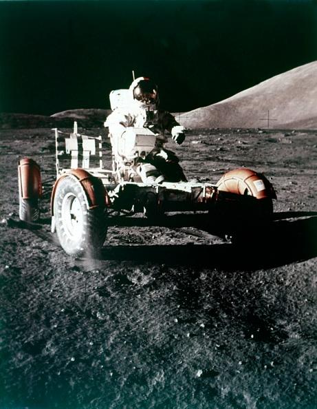 Land「Eugene Cernan Using The Rover On The Lunar Surface」:写真・画像(16)[壁紙.com]