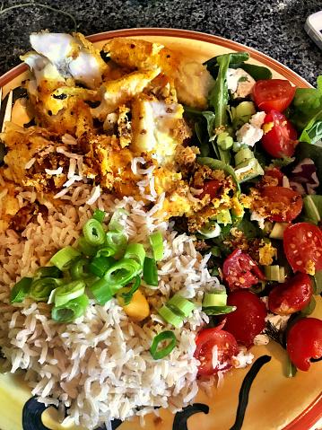 Basmati Rice「basmati rice, cherry tomatoes, fried fish, salad, spring onions on a plate.」:スマホ壁紙(10)