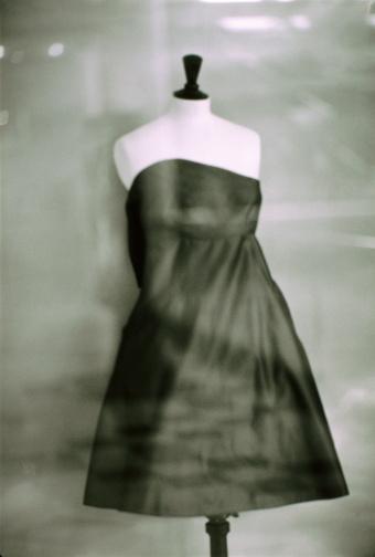 Evening Gown「Dress in store window, Paris, France (B&W)」:スマホ壁紙(19)