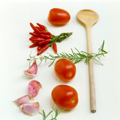 Garlic Clove「Tomatoes, chillies, garlic, rosemary and wooden spoon on kitchen table」:スマホ壁紙(12)