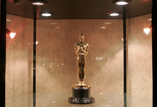 Award「Oscar Manufacturers Make Statuettes For Academy Awards」:写真・画像(2)[壁紙.com]