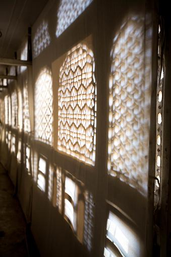 Behind The Scenes「Ornate window shadow, Jaipur, India」:スマホ壁紙(19)