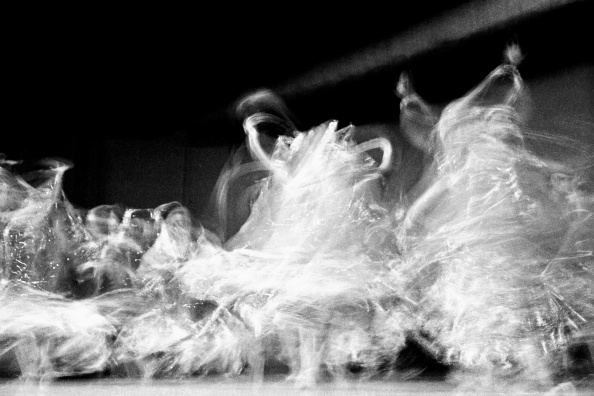 Blurred Motion「Indian Dancers」:写真・画像(6)[壁紙.com]