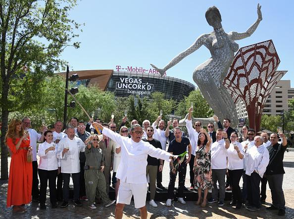 Ethan Miller「Saber Off At The 12th Annual Vegas Uncork'd By Bon Appetit」:写真・画像(17)[壁紙.com]