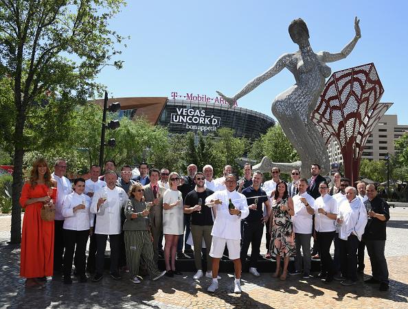 Ethan Miller「Saber Off At The 12th Annual Vegas Uncork'd By Bon Appetit」:写真・画像(16)[壁紙.com]