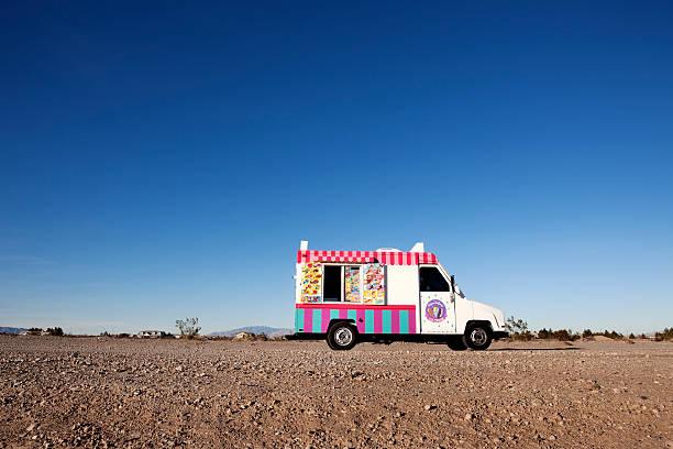 Ice cream truck parked in Nevada Desert:スマホ壁紙(壁紙.com)