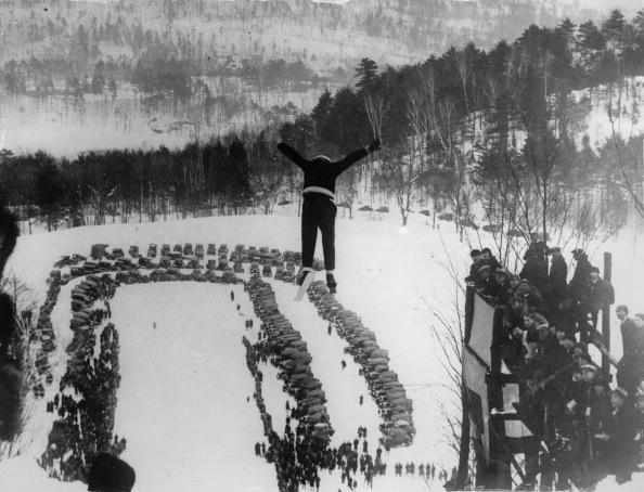 Athleticism「Ski-jumping in Brattleboro. Photographie. America. Around 1935.」:写真・画像(14)[壁紙.com]