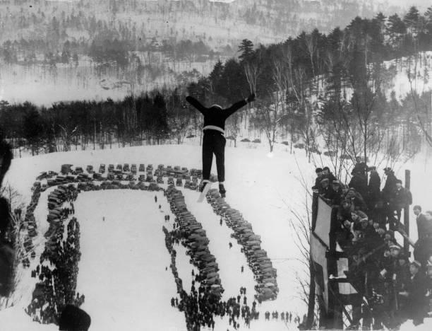 Ski-jumping in Brattleboro. Photographie. America. Around 1935.:ニュース(壁紙.com)