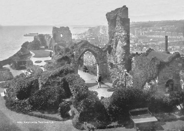 Overgrown「Hastings The Castle, 1907」:写真・画像(9)[壁紙.com]