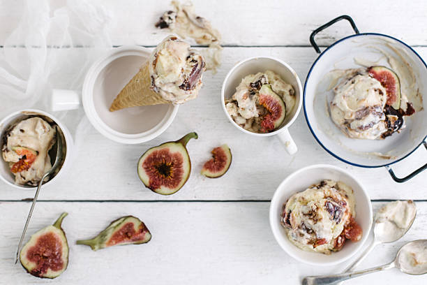 Fig ice-cream scoops and cones:スマホ壁紙(壁紙.com)